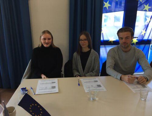 """Schüler-Jury des BK Barmen bei Vorlesewettbewerb der """"Rheinisch-Bergischen Europaschulen"""""""